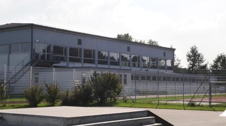 Bis zum Ende der Abschlussprüfungen der Mittelschule sollte die Güssenhalle in Leipheim geschlossen bleiben. Da der Hausmeister Reinhard Mayer jetzt krankheitsbedingt ausfällt, ist an eine Öffnung der Halle aber vorerst weiterhin nicht zu denken.