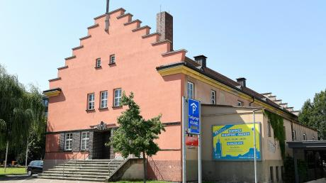 Die Jahnhalle ist eines der prägenden Gebäude in der Günzburger Innenstadt.