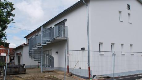 Die Außenanlagen werden gerade gerichtet, die Hortkinder haben den Neubau am Großkötzer Schlossplatz schon bezogen. Weil es an Kindergartenplätzen mangelt, soll in dem Neubau auch eine Kindergartengruppe unter Trägerschaft der Johanniter-Unfall-Hilfe unterkommen.