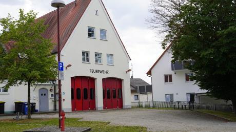 Eine Großgarage soll den beengten Verhältnissen der Feuerwehr Riedheim abhelfen. Dort sollen künftig das Lager und die Werkstatt Platz finden.