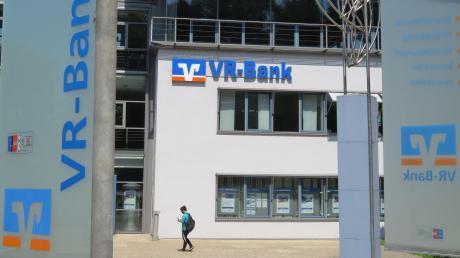 Die VR-Bank Donau-Mindel wirbt nach wie vor um eine Partnerschaft mit der Raiffeisenbank in Jettingen-Scheppach, auch wenn die Chancen gering scheinen.