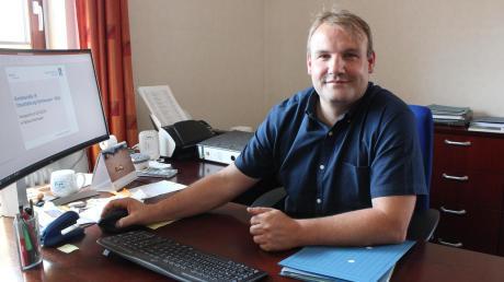 Dies ist seit Mai der neue Arbeitsplatz von Thorsten Wick: Als Bürgermeister der Gemeinde Kammeltal sitzt der 44-Jährige im ersten Stock des Rathauses in Ettenbeuren.