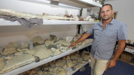 Außergewöhnliche Fundstücke wie diese Kristallsteine hat Robert Patik, der in Egenhofen lebt, als Mineraliensammler zusammen getragen.