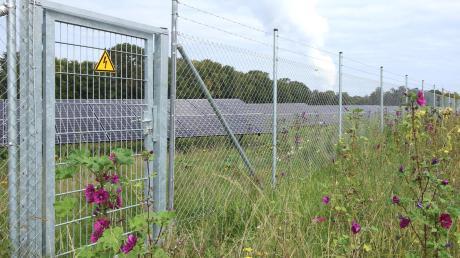 Ähnlich wie in der Gemeinde Gundremmingen (siehe Foto) soll auch in Glöttweng eine Freiflächenfotovoltaikanlage entstehen. Am Mittwoch wurde im Landensberger Gemeinderat der dazu erforderliche Bebauungsplan aufgestellt.