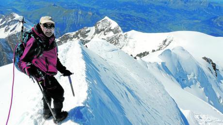 Am Ziel seiner Träume: Hans Reichhart, der bis Ende April Bürgermeister von Jettingen-Scheppach war, hat im vierten Anlauf den Mont Blanc bestiegen. Nur vier Wochen zuvor war er wegen schlechten Wetters gescheitert.