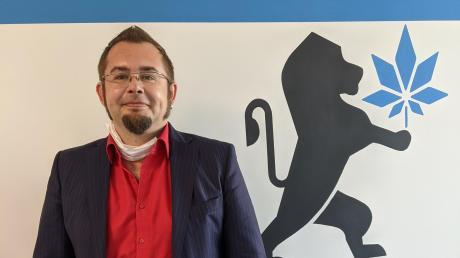 Stefan Langer ist Mitbegründer des Unternehmens Bavaria Weed und leitet den neuen Standort im ehemaligen Nato-Bunker in Leipheim. Aus eigener Erfahrung weiß der ADHS-Betroffene, wie medizinisches Cannabis den verschiedenen Symptomen entgegenwirkt.