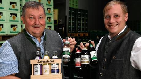 Die Schlossbrauerei Autenried setzt verstärkt auf kleinere Glasflaschen. Firmenchef Rudolf Feuchtmayr und sein Sohn Peter hoffen auf steigende Nachfrage im Bereich Gastronomie und Konferenzen.