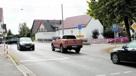 Viel los ist auf der Kreuzung in Bubesheim, deshalb beschloss das Staatliche Bauamt, dort eine Ampelanlage für den Verkehr aus allen vier Richtungen zu bauen. Bisher gibt es nur eine Bedarfsampel für Fußgänger.
