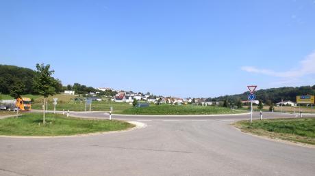 Zwischen dem Kreisverkehr und dem Ortseingang von Haldenwang sieht der Entwurf des neuen Flächennutzungsplans ein Gewerbegebiet vor. Dies stößt bei den Bürgern auf unterschiedliche Meinungen.