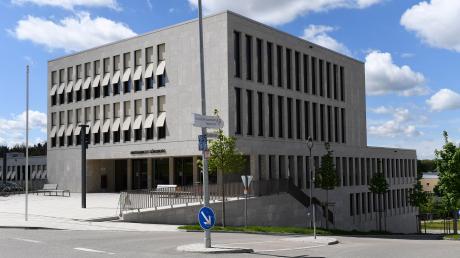 Eine 39-jährige Bankerin musste sich vor dem Amtsgericht Günzburg verantworten.