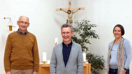 Michael Pindl (Mitte) ist neuer Klinikseelsorger am Therapiezentrum Burgau und Nachfolger von Manfred Heinz. Rechts: die evangelische Pfarrerin und Klinikseelsorgerin Marit Hole.