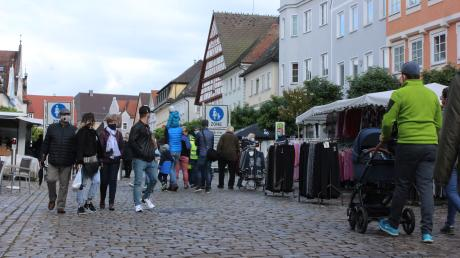Auf dem Günzburger Marktplatz und in den Gassen der Altstadt hat sich am Sonntag der Herbstmarkt abgespielt. Es galt eine Maskenpflicht.