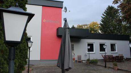 Der Schützenhof hinter dem Burgauer Eisstadion ist frisch renoviert. Und auch im Außenbereich soll künftig wieder bewirtet werden.