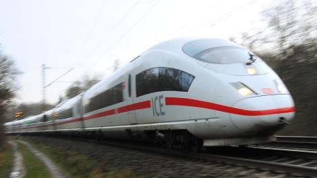 Günzburg soll weiter an den Fernverkehr angeschlossen bleiben, die neue Trasse soll möglichst nah an die Autobahn kommen. Das sind zwei Forderungen von Kommunalpolitikern aus dem Landkreis.