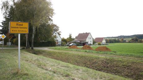 Am Ortseingang des Kammeltaler Ortsteils Ried soll westlich an die bereits bestehende Wohnbebauung angrenzend ein neues Baugebiet mit elf Bauplätzen entstehen.