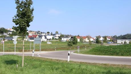 Am Ortseingang von Haldenwang sieht der neue Flächennutzungsplan links und rechts des Kreisels Gewerbeflächen vor. Ein Schreiben, das deswegen in Haldenwang verteilt wurde, sorgt im Gemeinderat für Verärgerung.