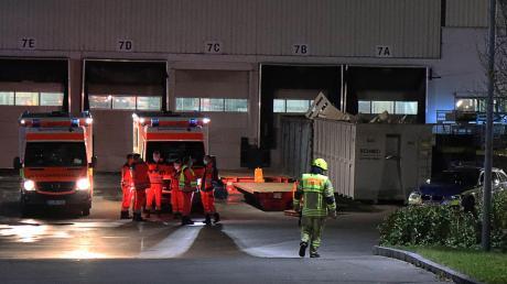 Feuerwehr, Polizei und Rettungsdienst waren in Kötz im Einsatz.