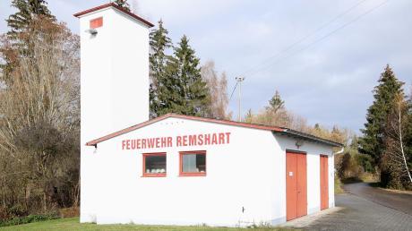 Das Feuerwehrhaus in Remshart entspricht nicht mehr den aktuellen Anforderungen und ist sanierungsbedürftig. Die Gemeinde Rettenbach muss sich über eine weitere Vorgehensweise Gedanken machen.