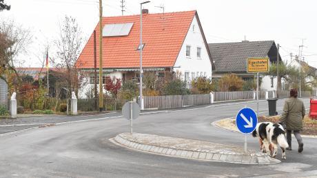 Die Dorfstraße im Kammeltaler Ortsteil Egenhofen war im vergangenen Jahr ausgebaut worden. Jetzt hat der Gemeinderat entschieden, dass die Anwohner keine Straßenausbaubeiträge zahlen müssen.