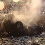 Zwei Schutzengel hatte die Fahrerin dieses Autos. Nachdem sie bei Jettingen-Scheppach verunglückt war, befreiten zwei Ersthelfer sie aus dem Wagen, der Feuer gefangen hatte.