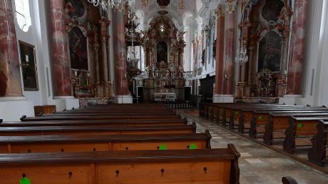 Viele Gottesdienste finden an Weihnachten unter freiem Himmel statt. Bei den Christmetten im Kircheninnenraum müssen die Besucher ausreichend Abstand halten – jeder grüne Punkt ist ein Platz. Eine Anmeldung wird empfohlen.