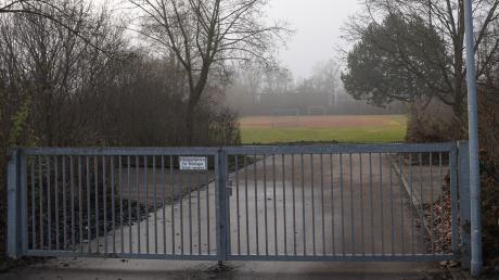 Auf dem Gelände des Schulsportplatzes der Grundschule Bühl plant die Gemeinde ein neues Kinderhaus. Nicht alle finden den Standort ideal, für den der Gemeinderat die dafür nötige Bebauungsplanänderung beschlossen hat.