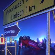 Bei einem Unfall am Kreisverkehr bei Limbach landete kürzlich ein Auto auf dem Dach.