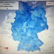 Blau steht für eine geringere Mobilität als im Jahr davor. Der Landkreis Günzburg ist farblich umrahmt. In ganz Deutschland waren die Menschen weniger unterwegs, wie am Beispiel vom 25. Dezember deutlich wird.