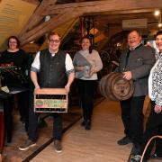 Die Seniorchefs Celia und Rudolf Feuchtmayr haben mit den Kindern Peter und Veronika Feuchtmayr (Mitte) sowie Tochter Julia Kaufmann bereits die nächste Generation im Unternehmen integriert. Zur traditionellen Brauerei gehört auch das Hotel und Restaurant.