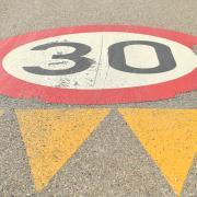 Im Bereich der Straße Am Mühlberg in Burgau wird eine Tempo-30-Zone eingerichtet.