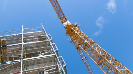Der Landkreis Günzburg will sich wieder um den Wohnungsbau kümmern.