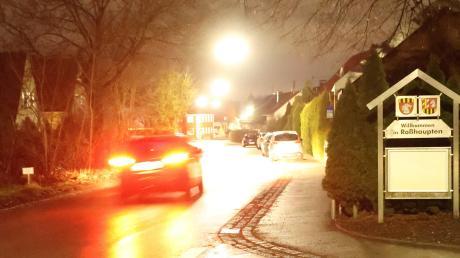 In der Gemeinde Röfingen werden Teile der Straßenbeleuchtung erneuert. Dies betrifft auch die Hauptstraße im Ortsteil Roßhaupten.