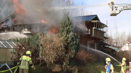 Auch mit einer Drehleiter war die Feuerwehr in Waldstetten im Einsatz.