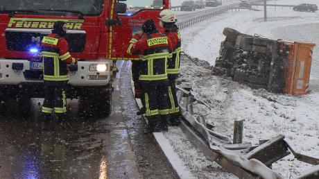 Glück hatte der Fahrer dieses Lastwagens, der gestern früh bei Jettingen von der Fahrbahn abkam.