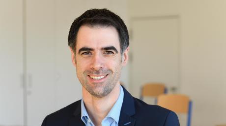 Josef Sumser ist der neue Leiter der Maria-Ward-Realschule in Günzburg. Bevor er sich für den Lehrerberuf entschied, absolvierte er eine Ausbildung zum Bankkaufmann.