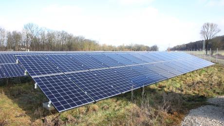 Ähnlich wie hier in Gundremmingen könnte auch bei Glöttweng eine Freiflächen-Fotovoltaikanlage entstehen.
