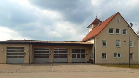 Der Komplex der Ichenhauser Feuerwehr soll umgebaut werden. Unter anderem ist geplant, den Flachbau, der lediglich über vier Stellplätze für Fahrzeuge verfügt, abzureißen und einen größeren Neubau hinzustellen.