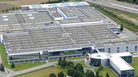 Im Wanzl-Werk 4 in Leipheim wird es künftig keine Fertigung mehr geben, die wandert nach Kirchheim (Kreis Unterallgäu) ab. Hier soll dafür der Montage- und Logistikstandort des Unternehmens entstehen, das einer der größten Arbeitgeber im Landkreis Günzburg ist.