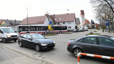 In den nächsten Wochen werden einzelne Bereiche der viel befahrenen Kreuzung in Bubesheim gesperrt sein – zu Beginn wird die Leipheimer Straße bis Ende April gesperrt sein.