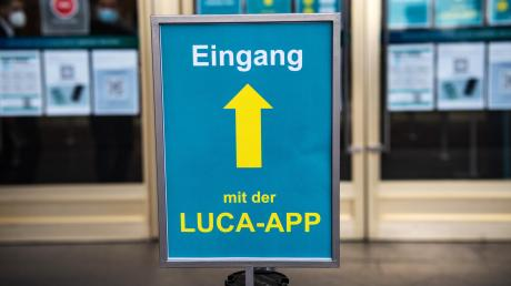 Der Landkreis Dillingen testet sie bereits, der Landkreis Günzburg hat noch keine Entscheidung getroffen: Die Luca-App erleichtert den Gesundheitsämtern im Falle des Falles die Nachverfolgung von Kontakten infizierter Personen.