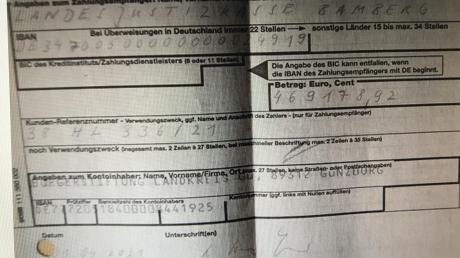 Der Beleg: Überwiesen wurde am 1. April vom Konto der Bürgerstiftung Landkreis Günzburg. Allerdings hatte der Mitarbeiter am Bankschalter den Eingangsstempel noch nicht aktualisiert, deshalb die unterschiedlichen Datumsangaben.