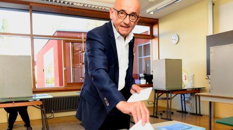 Alfred Sauter am 14. Oktober 2018 in Ichenhausen bei der Stimmabgabe für die Landtagswahl. Als Direktkandidat zog Sauter damals mit 41 Prozent der Stimmen in den Landtag ein. Seit 1990 ist Sauter CSU-Landtagsabgeordneter.