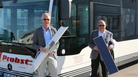 Wirtschaftsingenieur Thomas Schmidt und der Geschäftsführer der Firma Probst Bus GmbH & Co. KG Franz E. Zenker (rechts) stellen neue Entkeimungsmodule vor, die in Linienbussen verbaut werden.