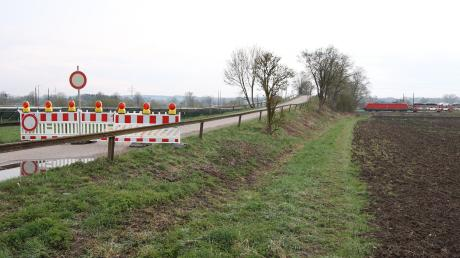 Die Eisenbahnüberführung beim Lüßhof in Offingen ist gesperrt: Der einst beim Bau der Brücke verwendete Spannstahl stellt ein gewisses Risiko dar.