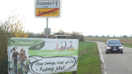 Seit 20 Jahren wird in der Gemeinde Bibertal über einen Radweg zwischen Kissendorf und Anhofen diskutiert. Jetzt kommt das Projekt erneut zur Sprache.
