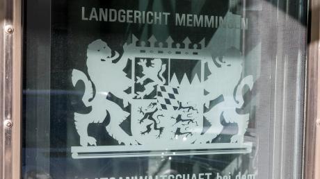Vor dem Landgericht Memmingen müssen sich vier junge Männer aus dem Landkreis Günzburg wegen Drogengeschäften verantworten.