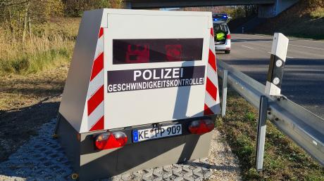 """Der  """"Enforcement""""-Trailer beim Aufbau in Krumbach."""