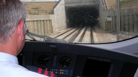 Mit ihrer bisherigen Position zum möglichen Bau einer Neubaustrecke der Bahn zwischen Ulm und Augsburg könnte sich die Gemeinde Bibertal ins Abseits stellen. Deshalb will man nun eine andere Lösung.