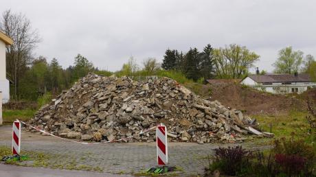 In Bühl wird gleich am Ortseingang von Echlishausen kommend ein Wohngebiet mit Reihenhäusern entstehen.