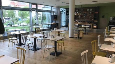 Der leere Frühstücksraum des Hotels im Zentrum von Günzburg ist in diesen Zeiten kein ungewohnter Anblick.